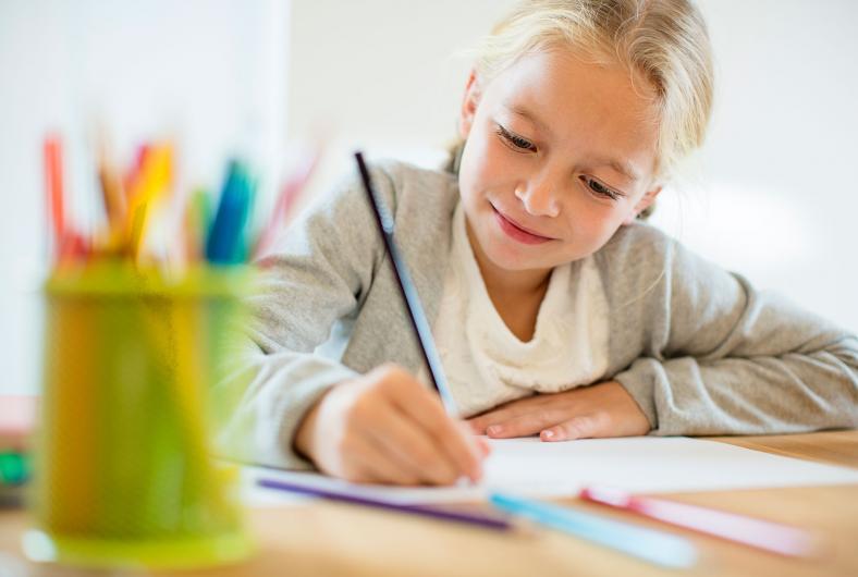'Educar en el asombro': un ensayo sobre la estimulación frenética en la infancia